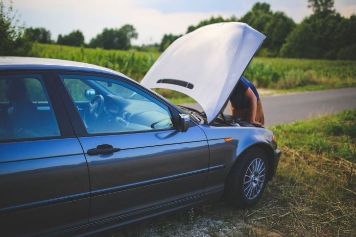 8 Reasons Why a Car May Shut Off While Driving